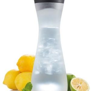 Tassen und Flaschen