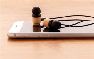 Kabellose Ohrhörer aus Bambus