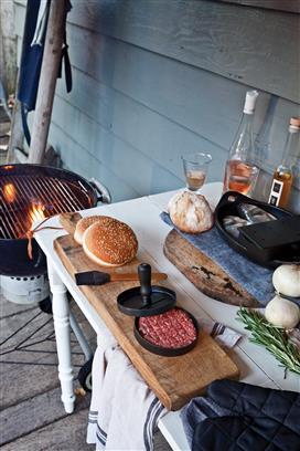 Grillset mit Hamburgerpresse und Marinadenpinsel